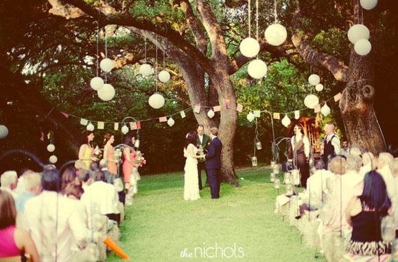 decoracion,ceremonia,boda,ponpones,guirnaldas
