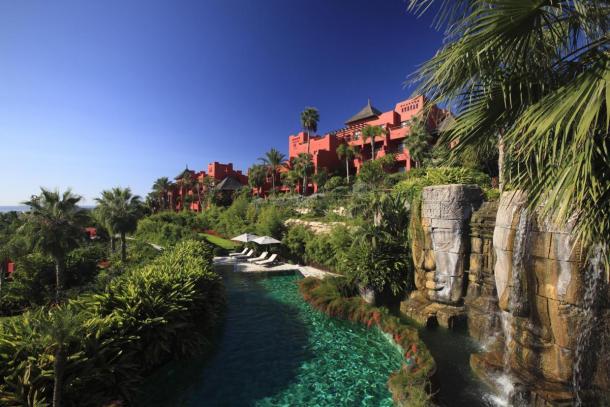 asia-gardens-hotel-piscina-grande