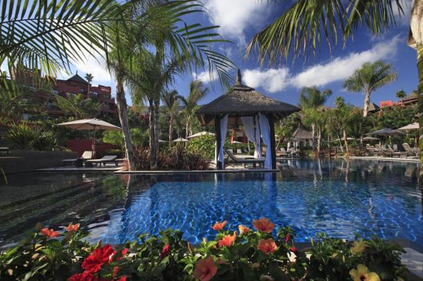 hotel-asia-gardens-piscina