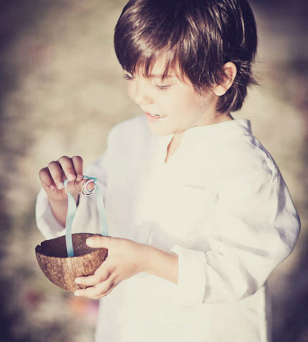 niño con coco