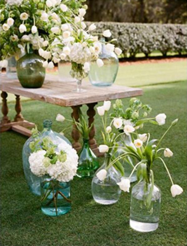 con flores blancas