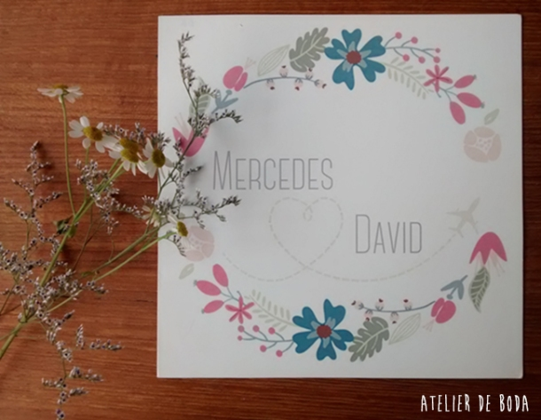 invitación de boda con una guirnalda impresa