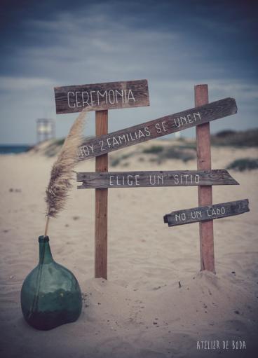 señal de madera playa